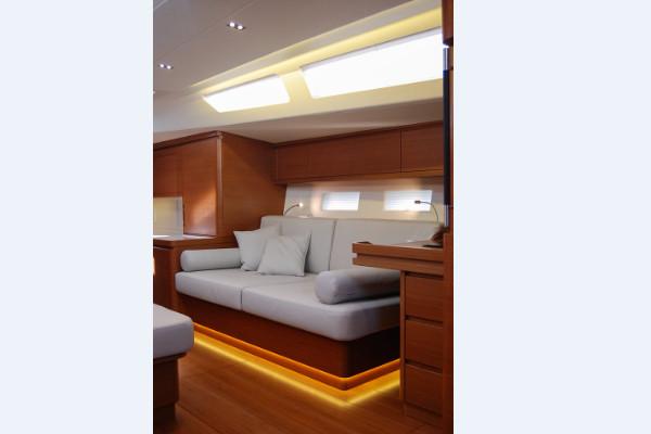 ICE 62 lounge 1